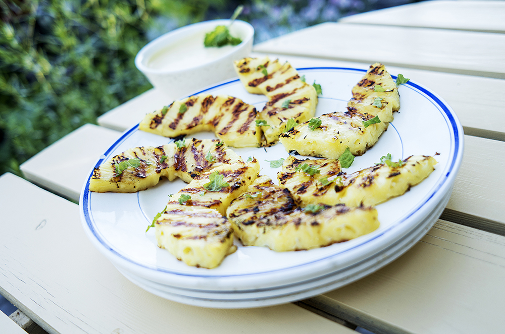 Grillet ananas med den beste vaniljesausen