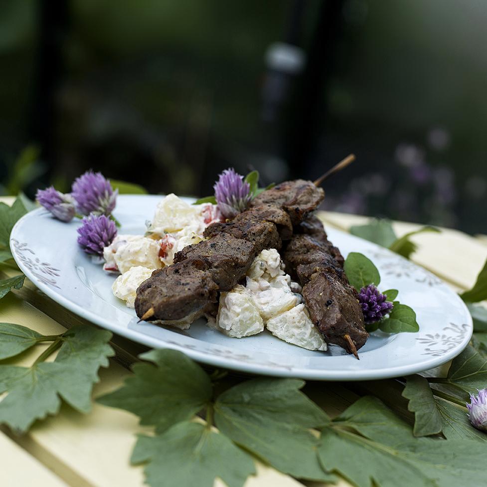 Saftige grillspyd med hjemmelagd potetsalat