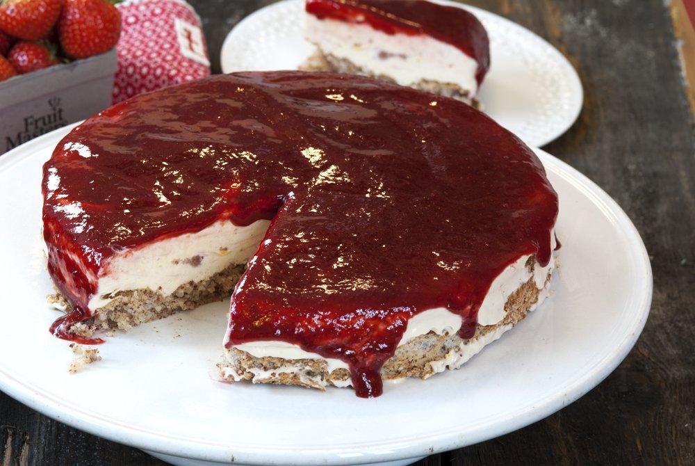 Iskake med jordbær og yoghurt