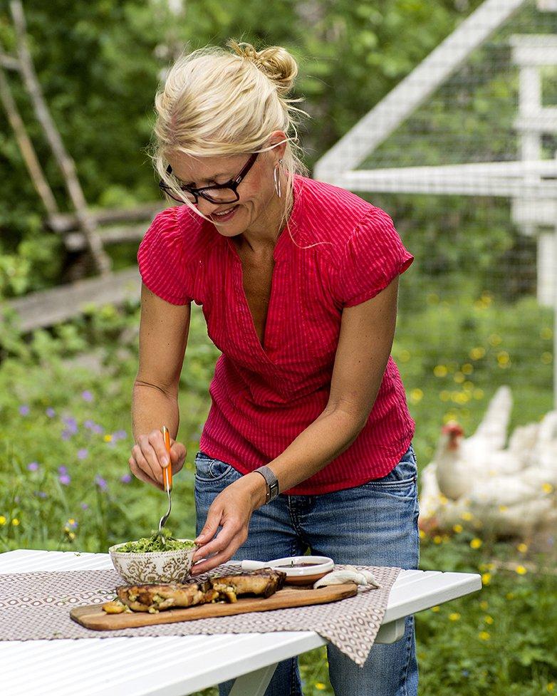 Fylte svinekoteletter med brødkrutonger