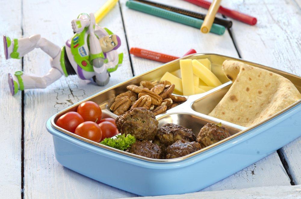 Kjøttboller, ost, tomat og potetlefser i matboksen