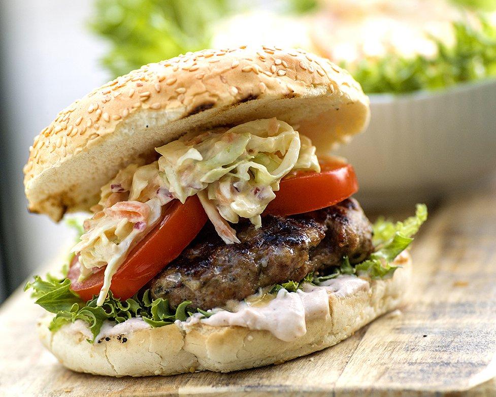 Amerikansk hamburger med coleslaw