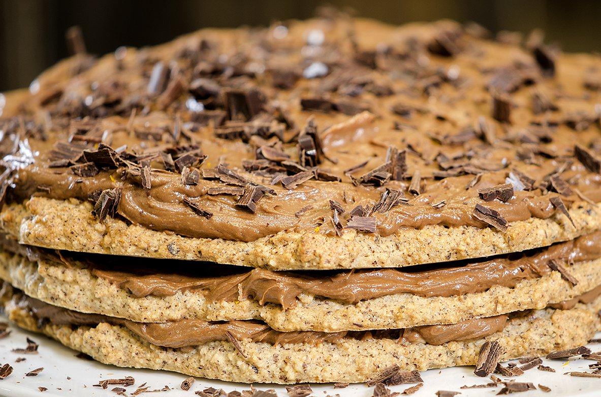 Mørk sjokolade- og nøttekake