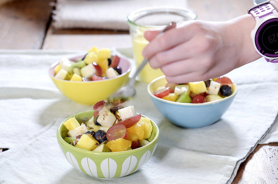 Forfriskende fruktsalat med hjemmelagd vaniljesaus