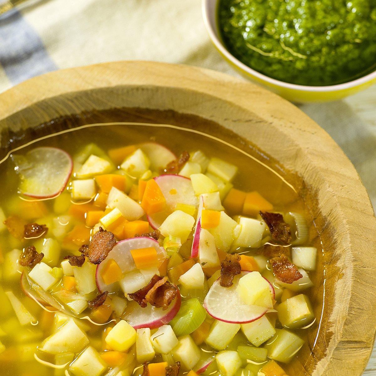 Oppskrift på grønnsakssuppe med pesto