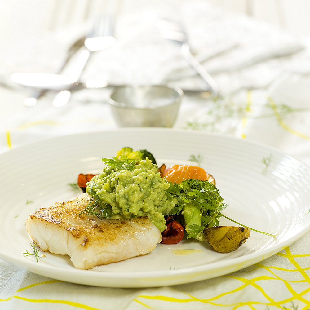 Stekt torsk med grønnsaker og guacamole