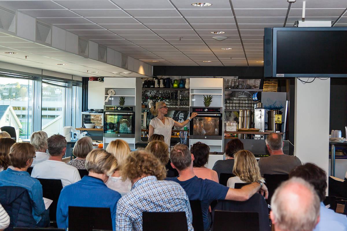 På jobb hos Rolf's i Kristiansand