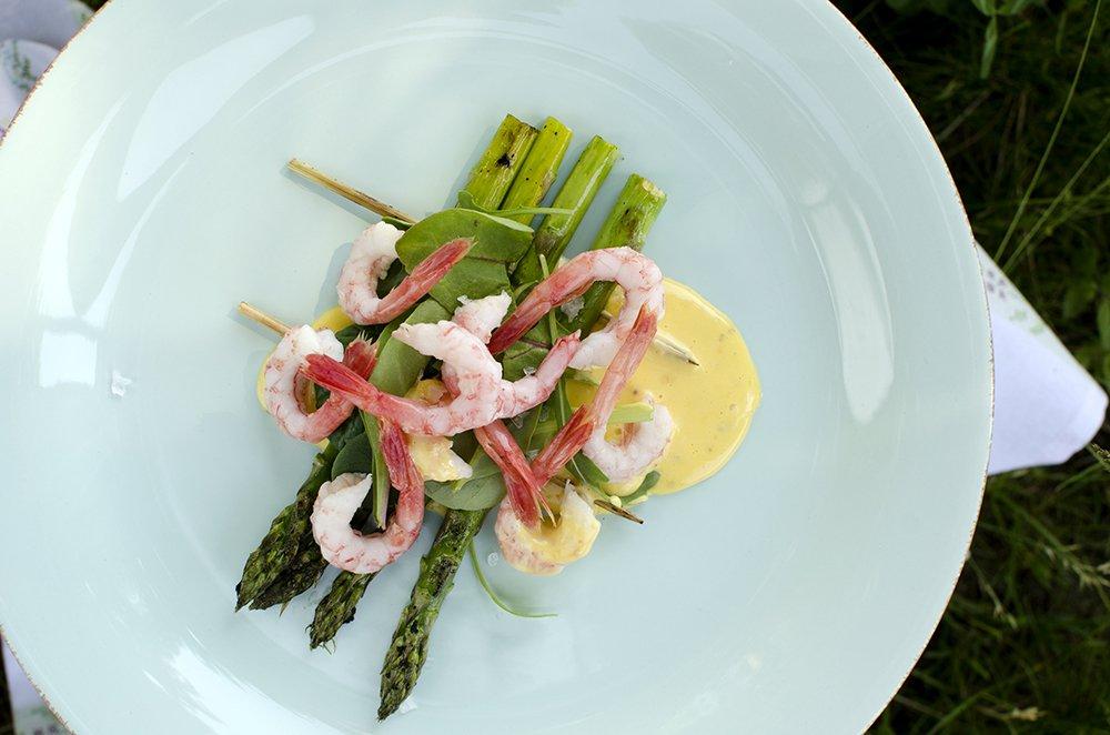 reker-og-grillet-asparges-med-sennepsmajones