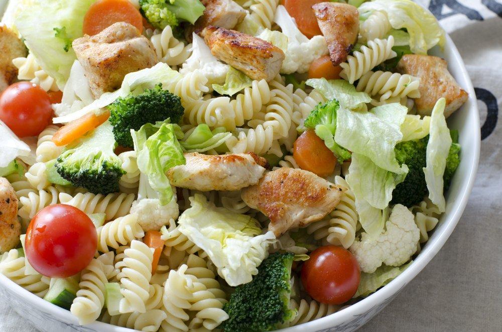 pastasalat-med-kylling-tomat-og-brokkoli