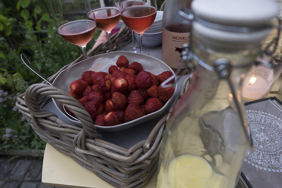 De beste jordbærene fortjener den beste vaniljesausen