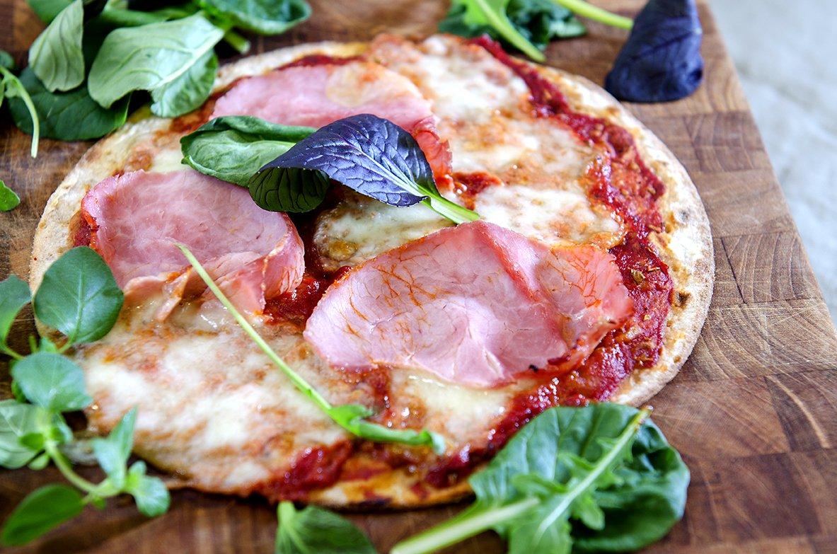Lettvint pizza med bunn av havrelomper