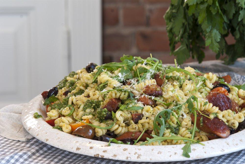 chorizo-og-polser-med-pasta-og-pesto
