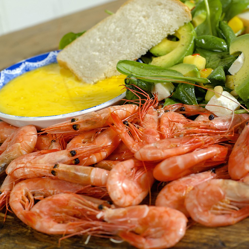 Ferske reker med salat og hvitløksmajones