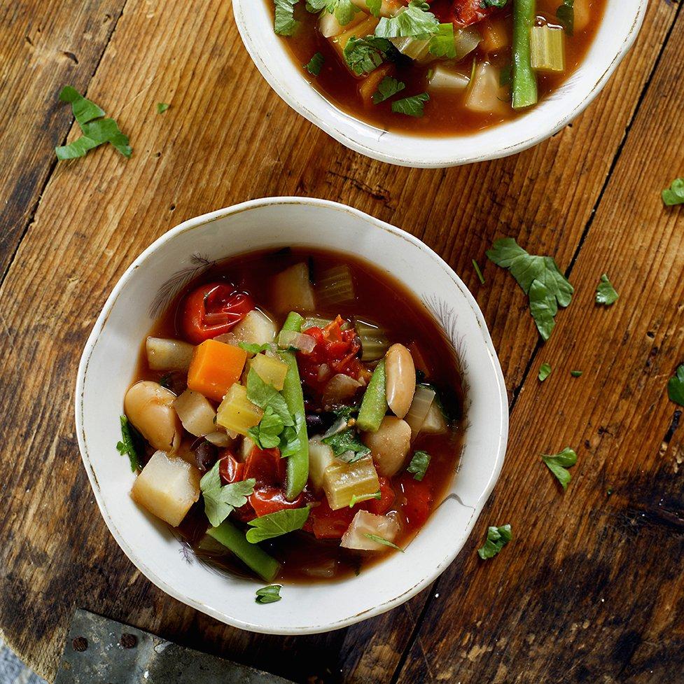 Minestrone med tomatsaus