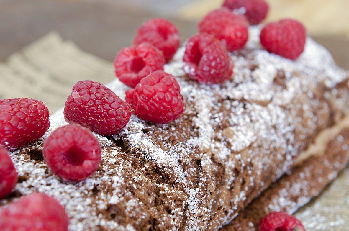 rullekake med sjokolade og bringebær