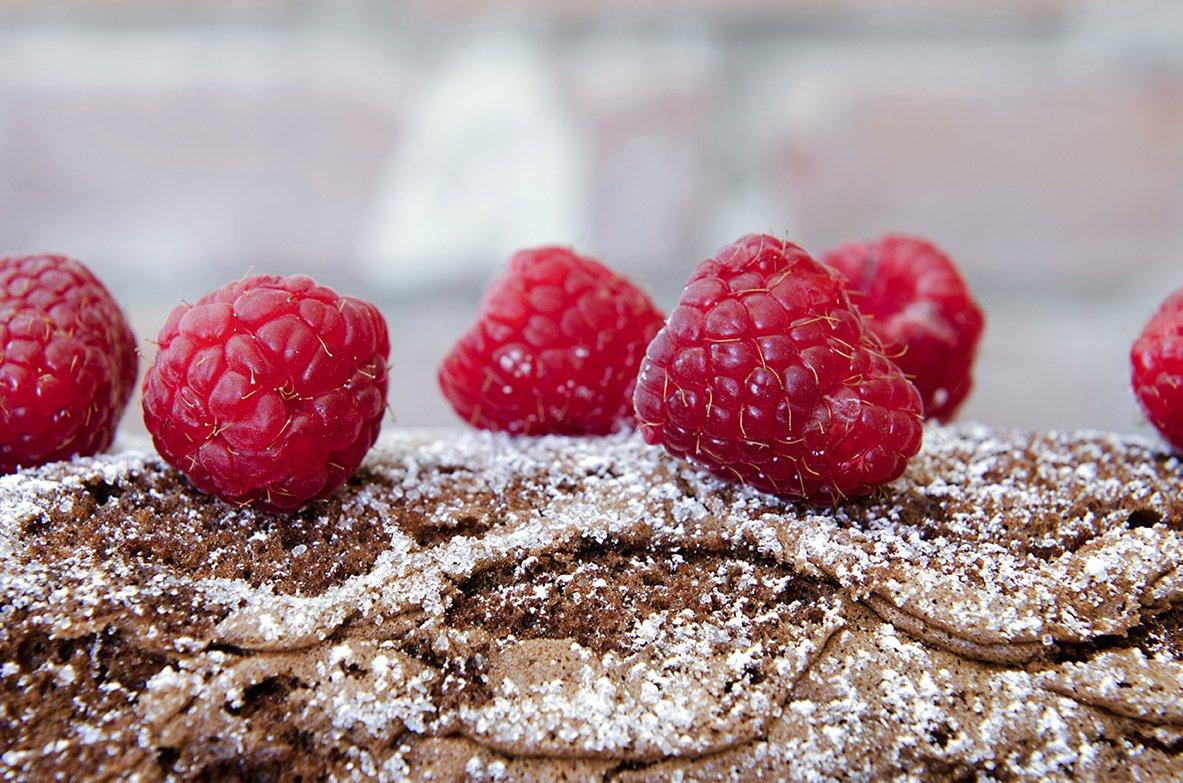 sjokoladerullekake med bringebær