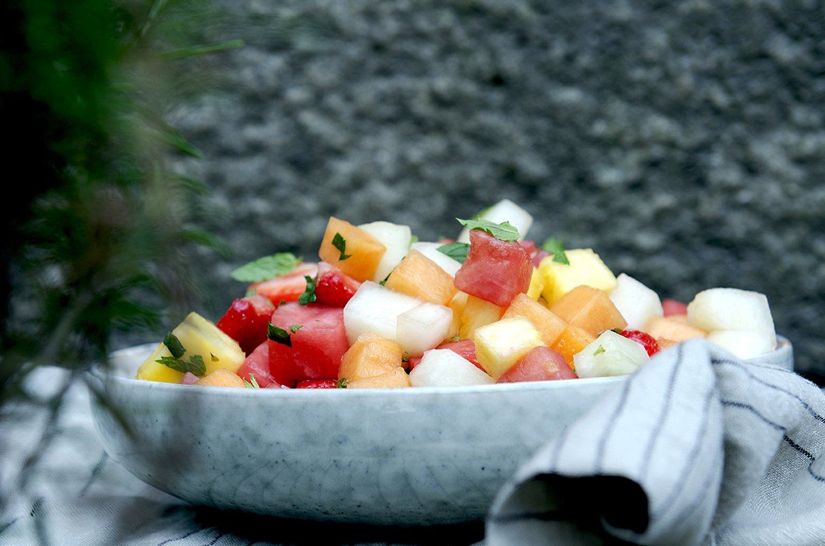 jordbær- og melonsalat med mynte