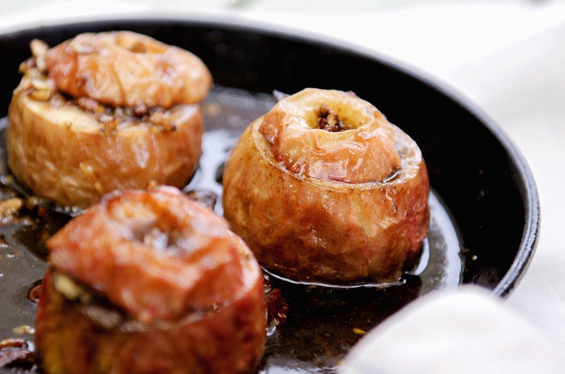 bakte epler med pekannøtter