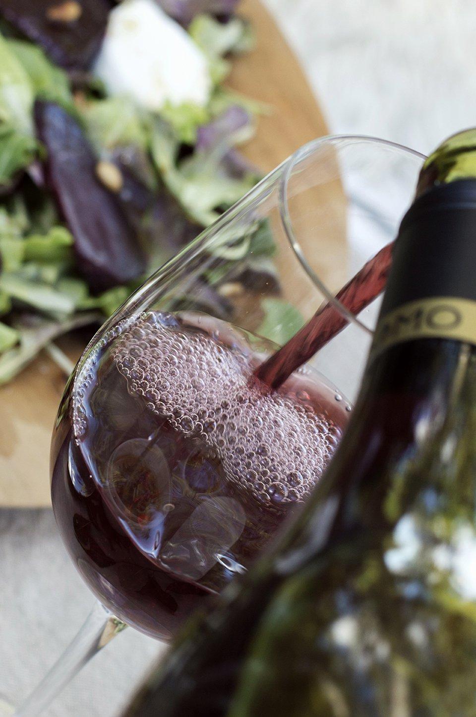 rødvin i glasset