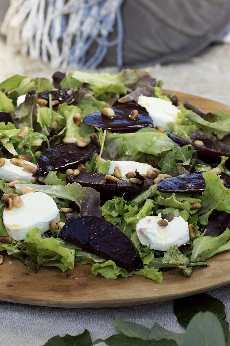 salat med ovnsbakte rødbeter og chevre